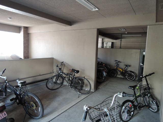 グリーンハイツ白川 5階 駐輪場