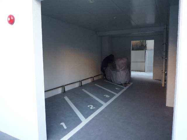 エスポアール泉 2階 バイク置場