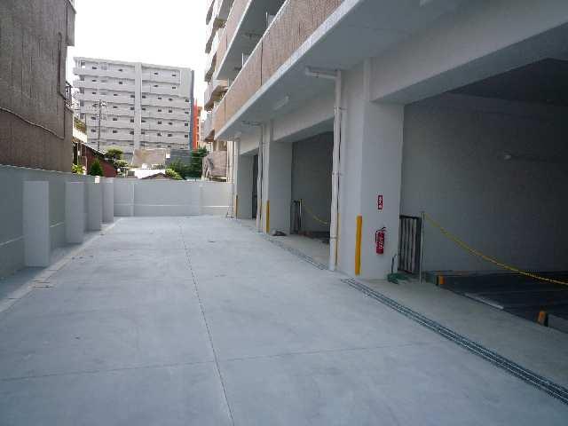 エスポアール泉 2階 駐車場