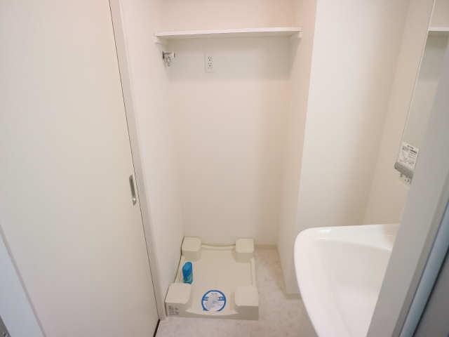 エスポアール泉 2階 洗濯機置場