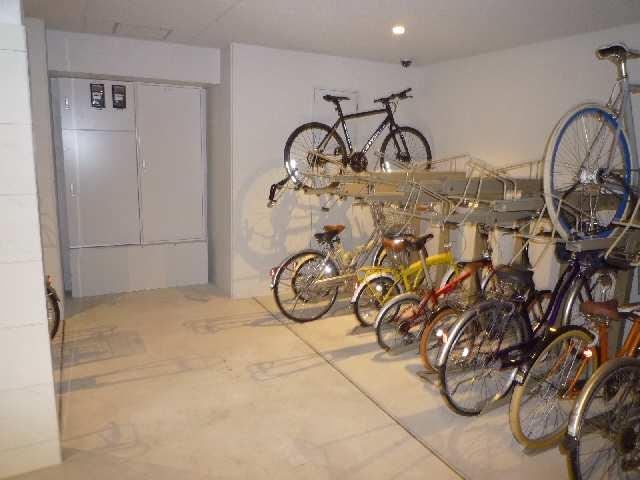 アモン リオ ブランシュ 4階 駐輪場