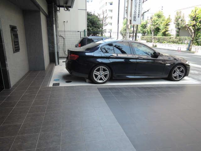 プレサンス丸の内城雅 7階 駐車場