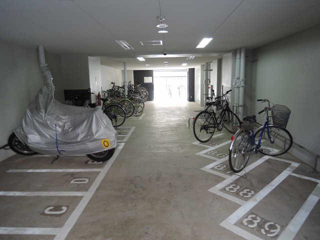プレサンス丸の内城雅 7階 駐輪場