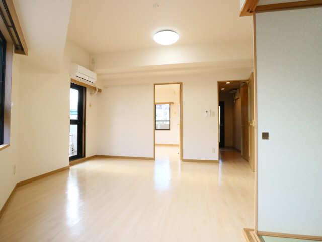 グランドメゾン鶴舞公園 3階 リビング
