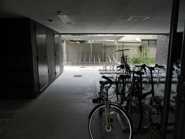 プレサンス上前津リラシス 14階 駐輪場