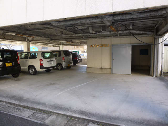 メゾン小森 4階 駐車場
