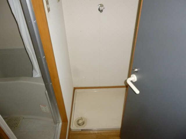 メゾン小森 2階 洗濯機置場