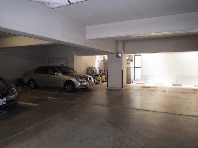 イーストアサノ 5階 駐車場
