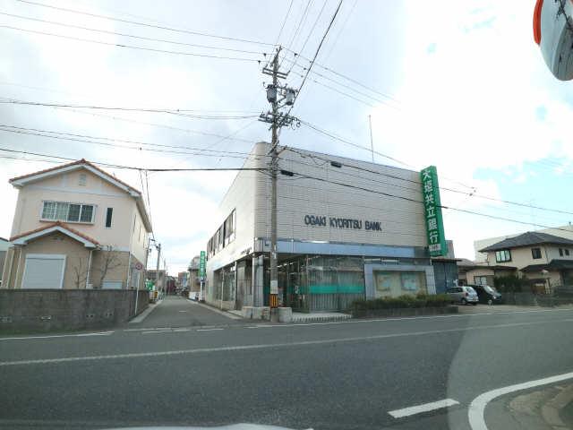 オーチャード・コート 2階 銀行
