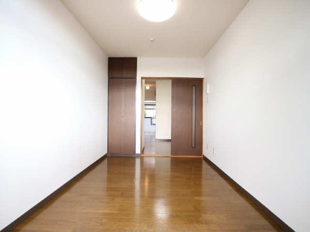 オーチャード・コート 2階 室内