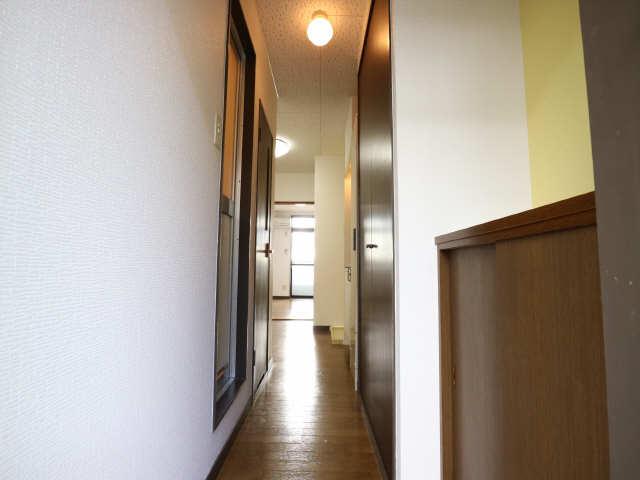 オーチャード・コート 2階 廊下