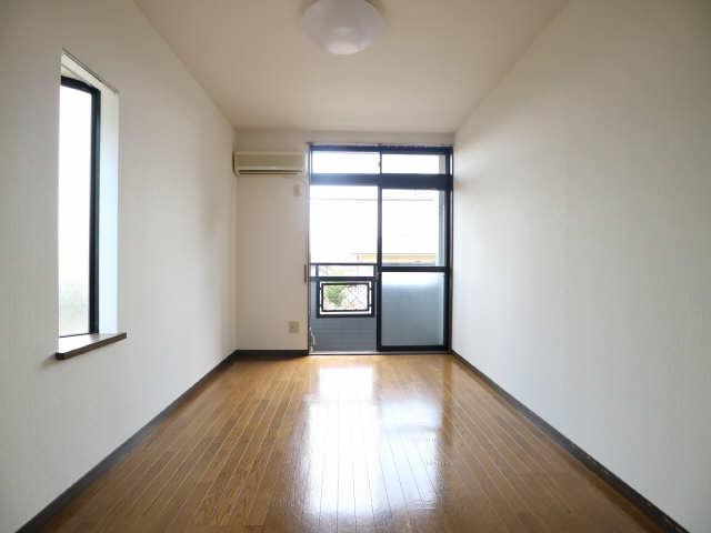 オーチャード・コート 1階 室内
