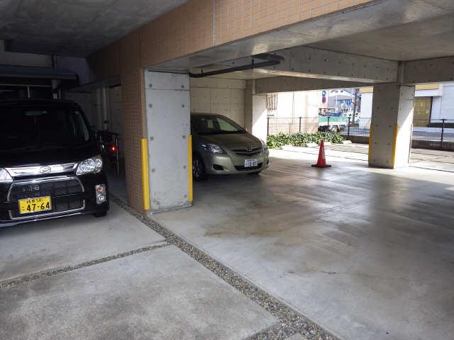カーサ・フェリーチェ南棟 3階 駐車場