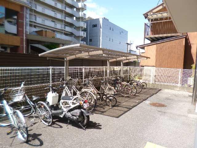 CASA本郷 4階 駐輪場