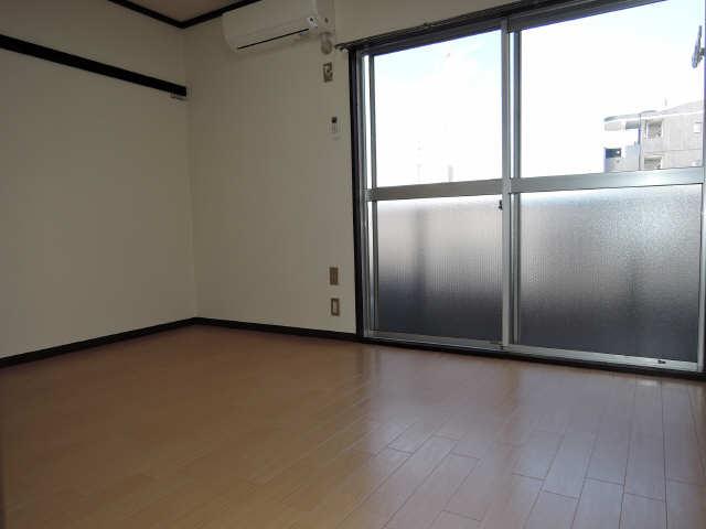 プチメゾン辰 1階 室内