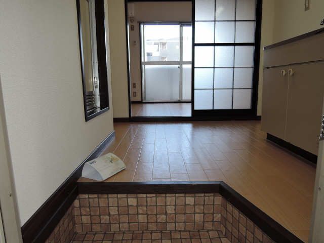 プチメゾン辰 1階 玄関