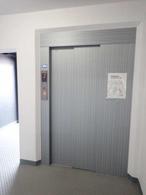 ヤングビレッジMAKI 3階 エレベーター