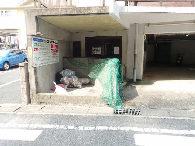 ヤングビレッジMAKI 3階 ゴミ置き場