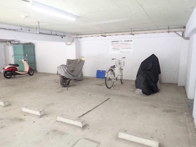 ヤングビレッジMAKI 3階 駐輪場
