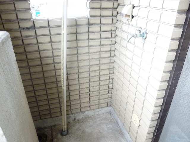 寿秀ハウス 3階 室外洗濯機置場