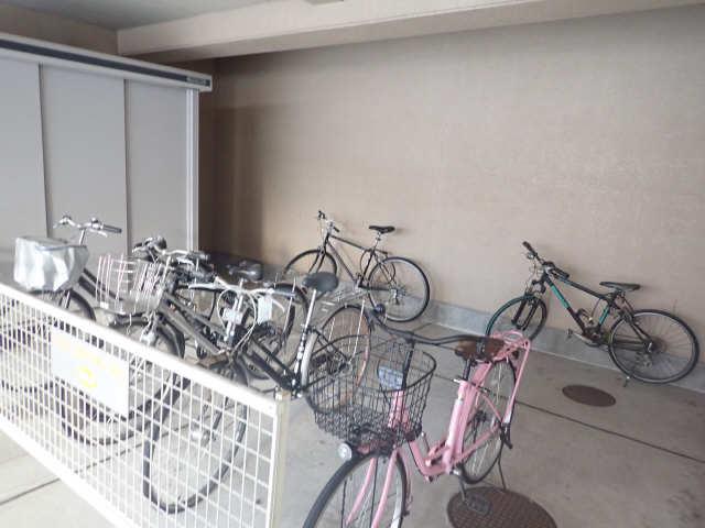 ジュネス佐久間 3階 駐輪場
