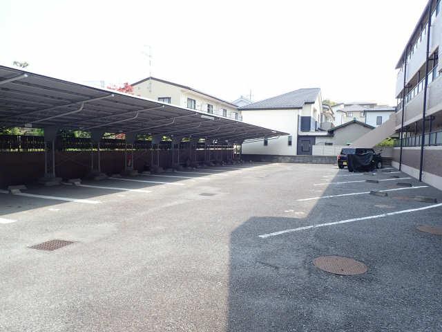 カーサビアンカ大村 1階 駐車場