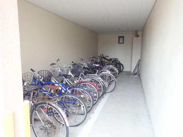 カーサビアンカ大村 1階 駐輪場