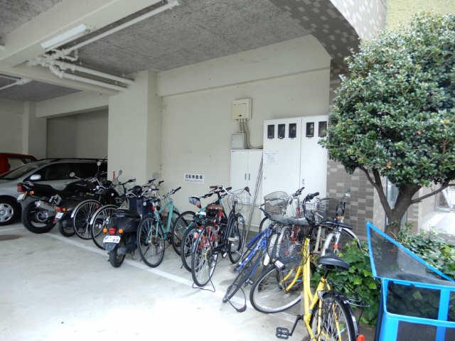 グリーンクレスト杁中 2階 駐輪場