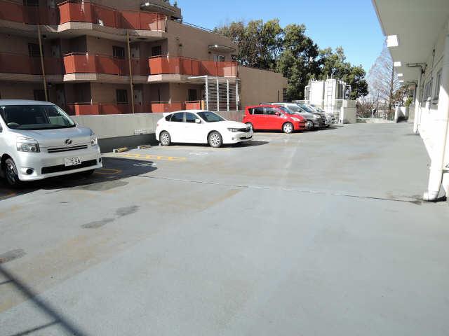 アーバンドエル杁中 4階 駐車場