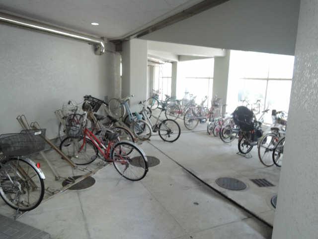 アーバンドエル杁中 4階 駐輪場