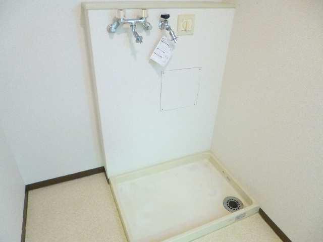 アーバンドエル杁中 4階 室内洗濯機置場