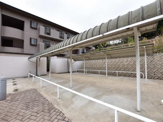 南山レジデンスB棟 1階 駐輪場