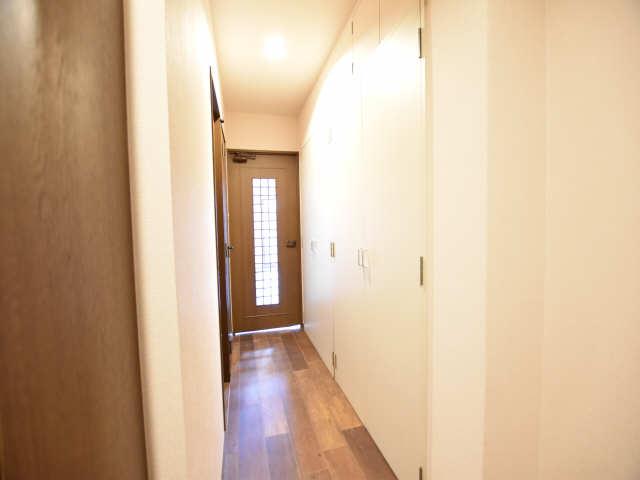 南山レジデンスB棟 1階 廊下