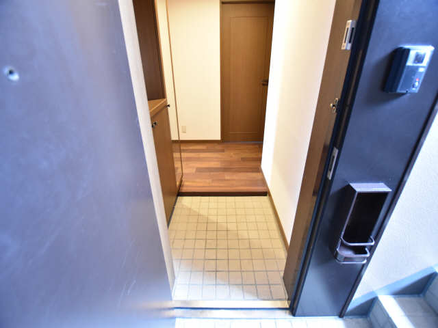 南山レジデンスB棟 1階 玄関