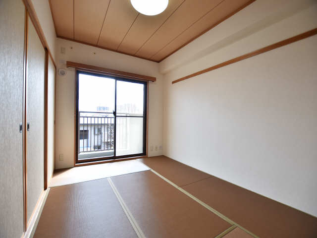 南山レジデンスB棟 2階 和室