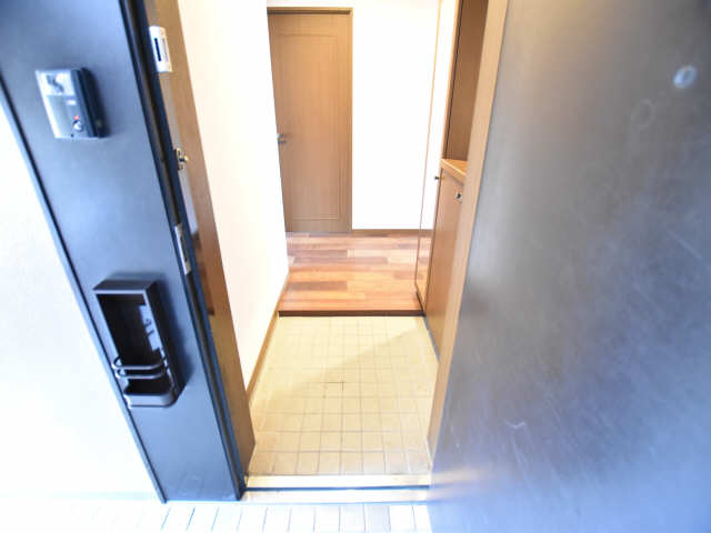 南山レジデンスB棟 2階 玄関