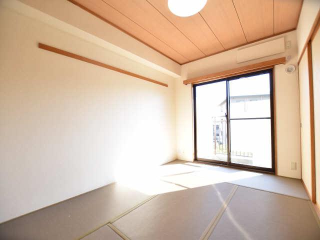 南山レジデンスA棟 2階 和室