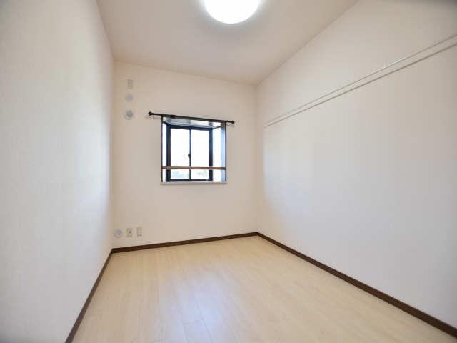 南山レジデンスA棟 2階 室内