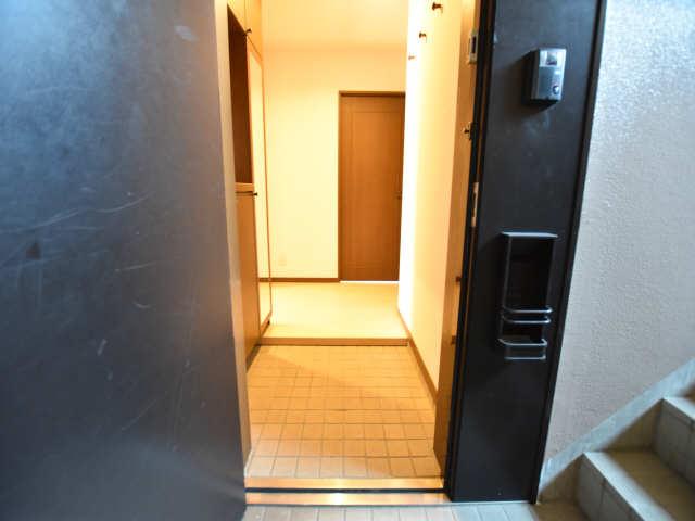 南山レジデンスA棟 2階 玄関