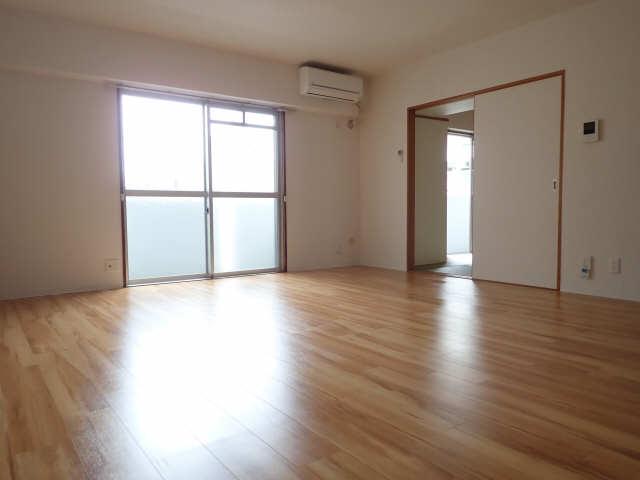 ピアハヤト 3階 リビング