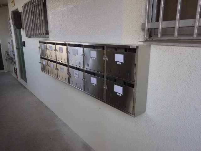 グリーンマンション 1階 郵便ポスト