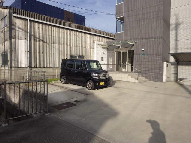 ピエナ 3階 駐車場