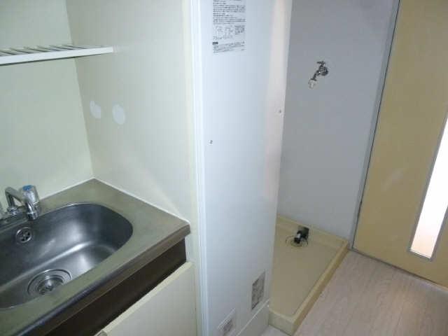 ラフィーネ新宿 3階 電気温水器