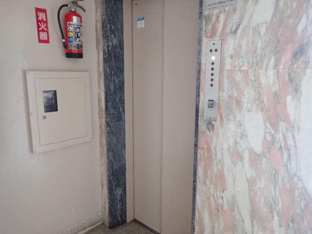 新宿ビル 3階 エレベーター