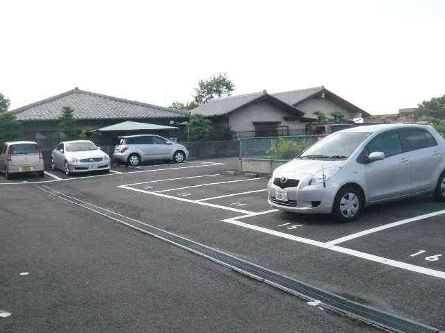レストポイント園山 1階 駐車場