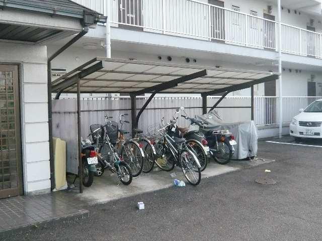 レストポイント園山 1階 駐輪場