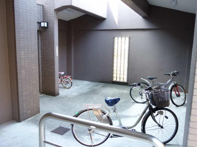 サンマンションアトレ星ヶ丘303 駐輪場