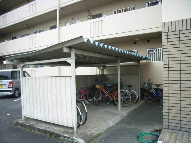 三宅ハイツ 1階 自転車置場