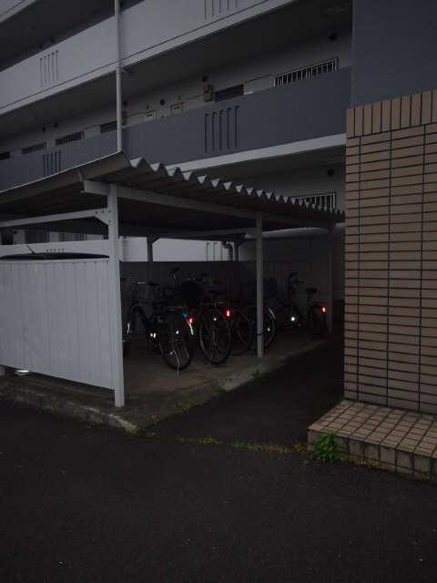 三宅ハイツ 1階 駐輪場