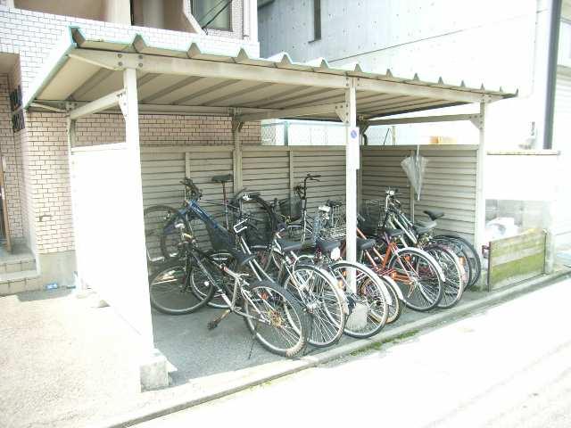 ヴィラ・フローラ 2階 駐輪場